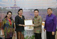 Ny. Putri Suastini Koster pada acara Sarasehan Seni dan Budaya Kasih Alam Semesta dengan tema Membangun Generasi Penerus Bangsa yang Berbudi Pekerti Luhur di Ramayana Room LPP RRI Denpasar, Jumat (16/11) yang diselenggarakan oleh The International Nature Loving Association (INLA) Bali.