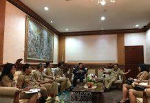 Ket foto : Ketua Korpri Kota Denpasar, AAN Rai Iswara saat memimpin rapat persiapan Hut Korpri ke-47 di Kota Denpasar Tahun 2018, Senin (19/11) di Kantor Walikota Denpasar.