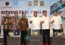 Gubernur Bali Wayan Koster pada acara Konsultasi Publik di Banyualit Spa & Resort, Desa Kalibukbuk, Buleleng, Selasa (18/12) pagi.