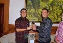 Wakil Walikota Singkawang, Irwan bertandang ke Pemkot Denpasar yang diterima Wakil Walikota I GN Jaya Negara, Selasa (11/12) di kantor Walikota Denpasar.