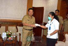 Ket foto : Pelaksanaan Tes Urin oleh BNN Kota Denpasar di Sekretariat Daerah Kota Denpasar, Rabu (19/20).