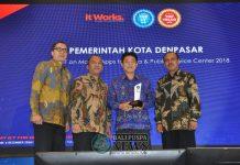 Penghargaan langsung diterima oleh Pemkot Denpasar pada ajang TOP IT & TELCO yang diadakan oleh majalah teknologi, IT Works.