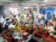 Keterangan Foto: Rombongan Wisatawan Mancaegara Jerman Kunjungi Pasar Badung, Kamis (21/3)