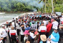 Aksi bersih bersih pantai mengawali branding Pantai Gamat obyek wisata baru di Nusa Penida