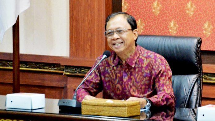 jumpa pers Gubernur Wayan Koster dengan awak media di Ruang Praja Sabha, Kantor Gubernur Bali, Senin (15/4/2019)