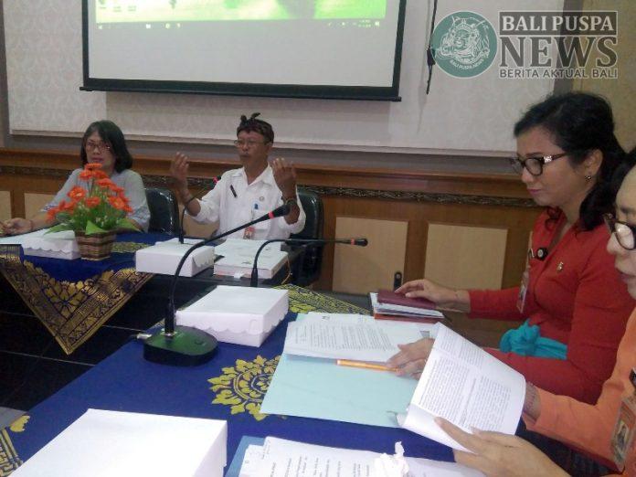 Rapat Pokja Percepatan PUG Kota Denpasar, Kamis (13/6) di Kantor DP3AP2KB.