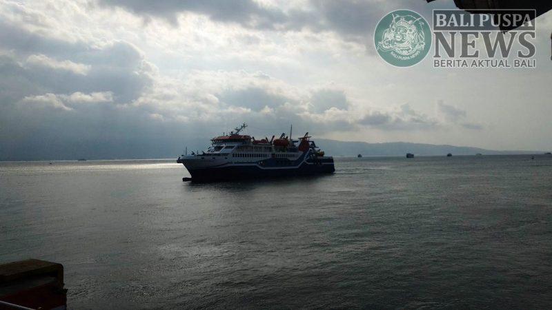 Kapal motor prenumpang (KMP) Drajat Paciran yang sedianya tiba Jumat (31/05/2019) hingga Minggu (2/06/2019) belum juga nonggol