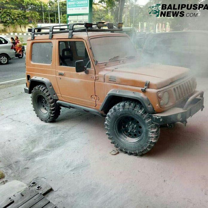 Jeep Terbakar