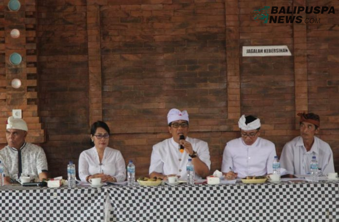 Pemerintah Kabupaten Tabanan bersama seluruh Panitia Karya dan masyarakat terkait menggelar Rapat Koordinasi Karya Pengurip Bumi di Wantilan Pura Luhur Batukaru, Penebel, Minggu (6/10)