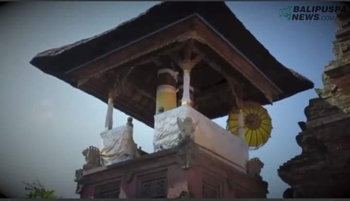 Kulkul Lanang istri di Pura Agung Klungkung