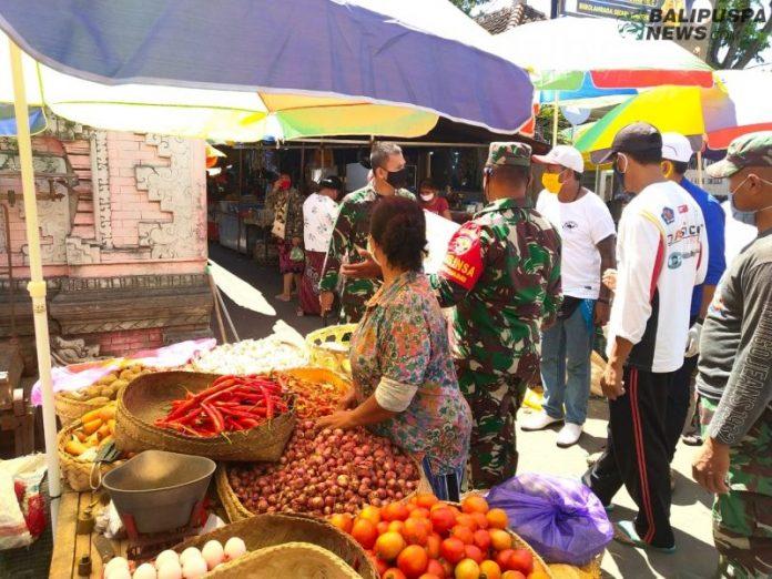 Salah satu pedagang di Pasar Banyuasri