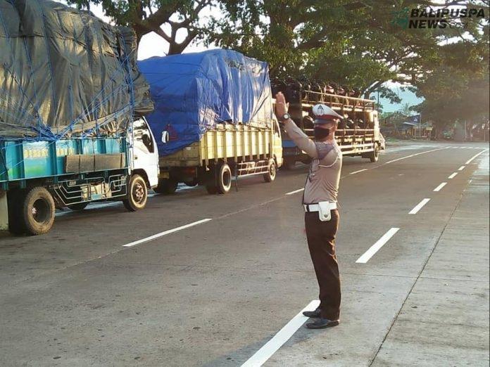 Polantas Klungkung jaga kelancaran Truck Sembako