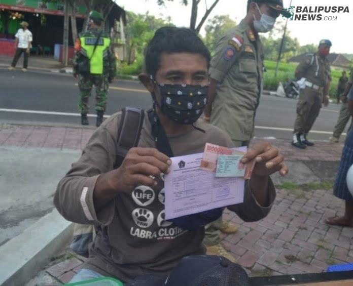 Tim Yustisi Gabungan melakukan penindakan warga yang tidak mematuhi prokes dengan kenai denda tilang tanpa masker