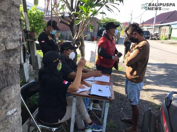 Tim Yustisi Denpasar Gelar Operasi Prokes di Wilayah Pemecutan Kaja, Kamis (17/12/2020)