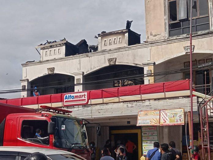 Alfamart dan gudang yang mengalami kebakaran