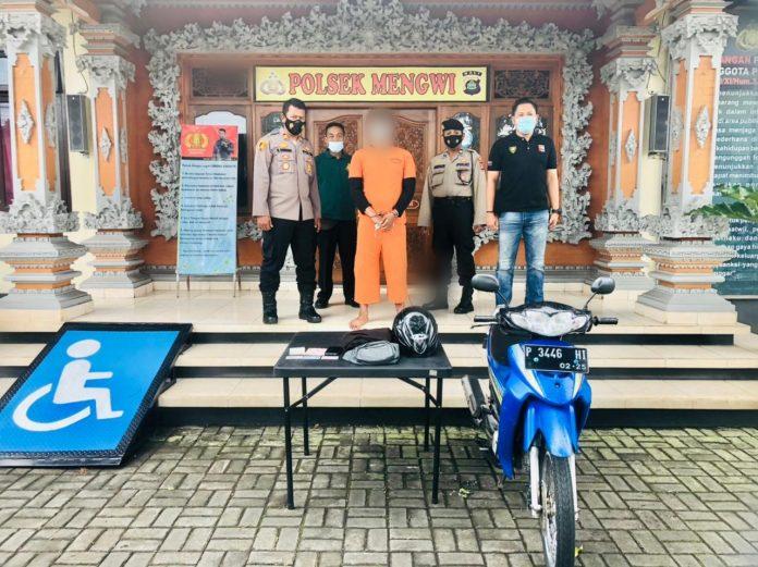 Pelaku pencurian sepeda motor yang berhasil ditangkap oleh anggota buser Polsek Mengwi